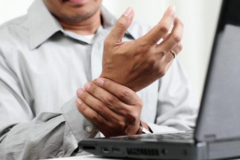 Tư vấn sức khỏe trường hợp thường xuyên tê tay khi ngủ dậy