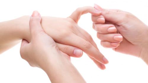 Xoa bóp ngón tay út giúp cắt cơn đau tim