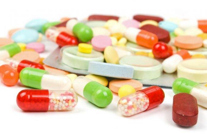 Thuốc giảm đau, kháng viêm được sử dụng phổ biến để điều trị trật khớp háng